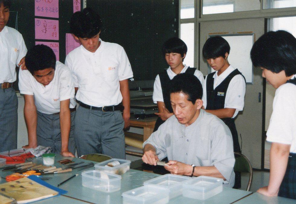 ⑨教室_熊野中学校での筆つくり教室-1